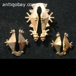Flores  2 Golden Earrings and 1 Pendant